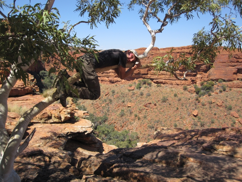 Kings Canyon - hanging over the ledge_Road Trip